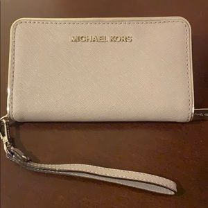 Michael Kors wristlet zipper wallet